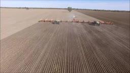 تراکتور فوق عظیم و فیلم فوق العاده ای از خاک ورزی